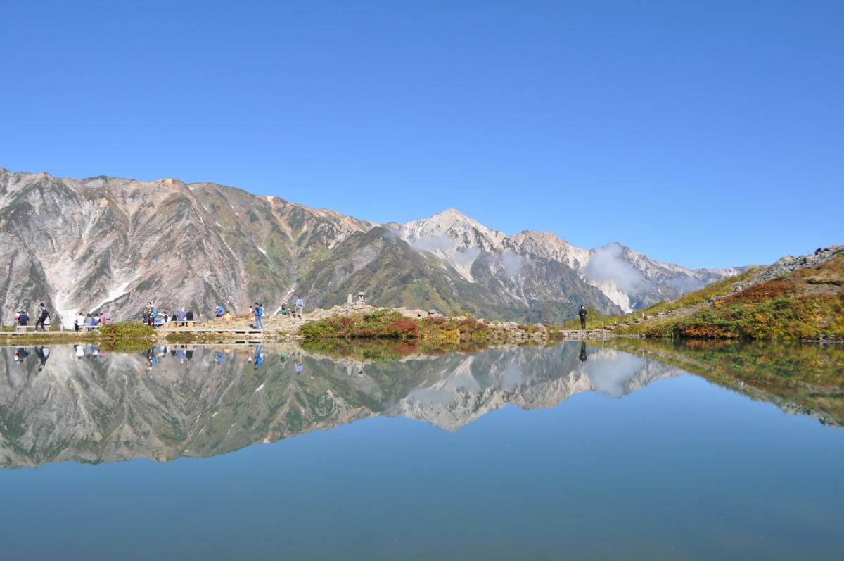 白馬三山を映す八方池