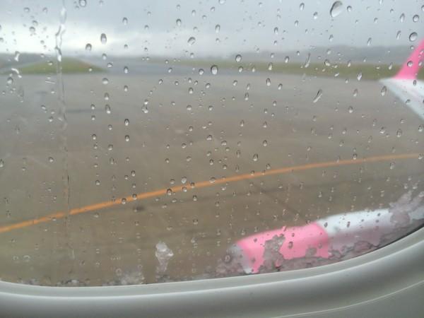 青森空港は雪