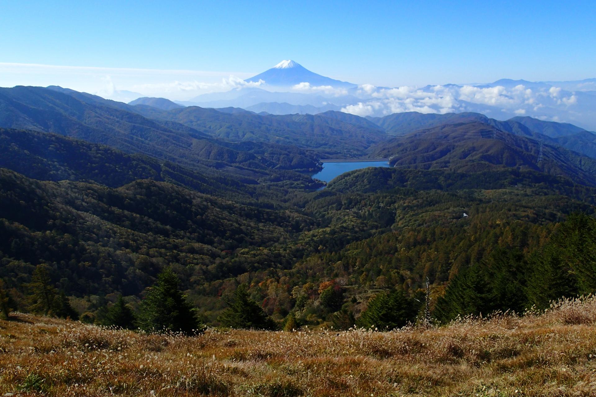 初冠雪した富士山